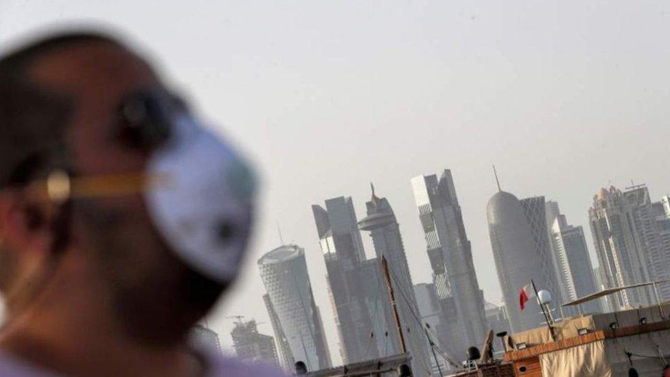 В Катаре ввели огромные штрафы для нарушителей масочного режима