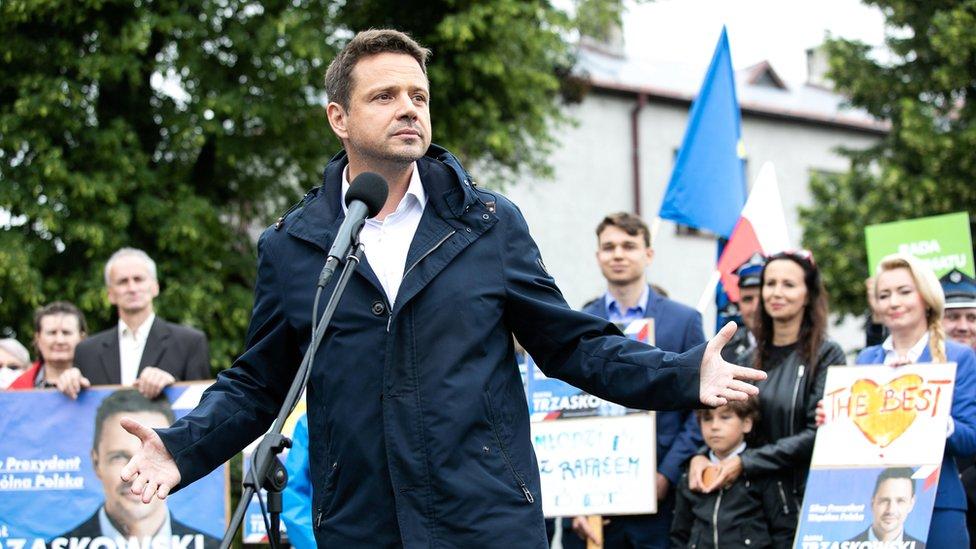 Рафал Тшасковский выступает на митинге в Уршулине 23 июня