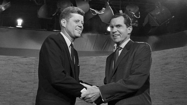 На самых первых теледебатах в 1960-м сошлись сенатор Джон Кеннеди и вице-президент Ричард Никсон