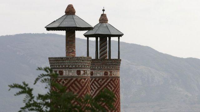Минареты шушинской мечети в Карабахе