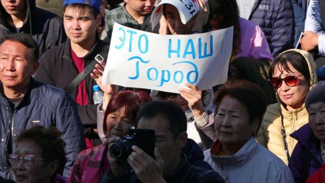 массовые митинги против назначения главой администрации Элисты Дмитрия Трапезникова