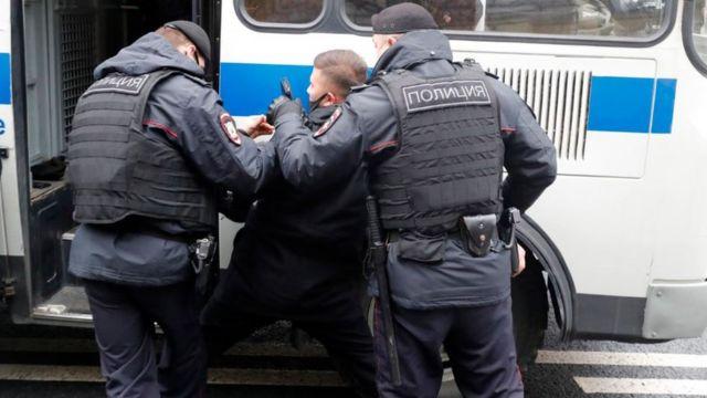 115140271 franceembassyprotests 1tass Новости BBC