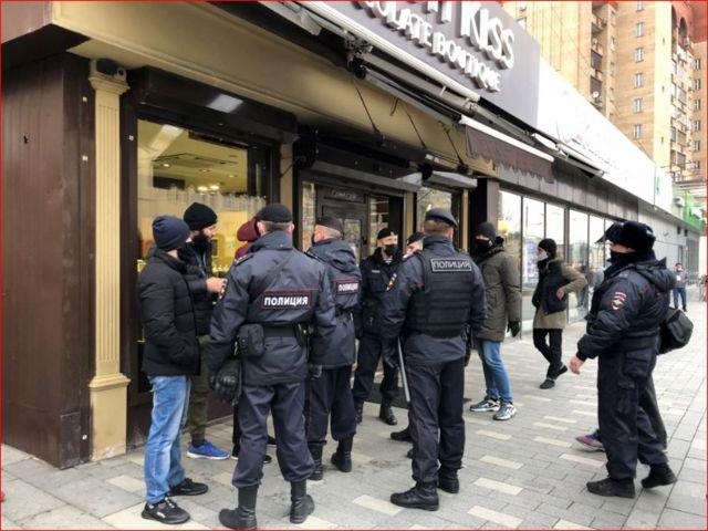 протесты у посольства Франции в Москве