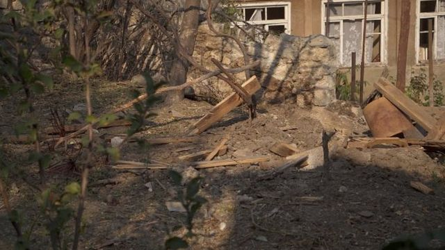 Разрушенный дом в селе Давид-Бек в Армении