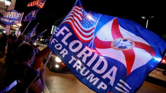 """""""Флорида за Трампа"""" написано на флаге"""