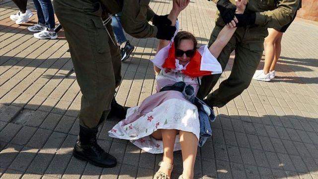 Евросоюз требует немедленно прекратить насилие над мирными демонстрантами в Беларуси