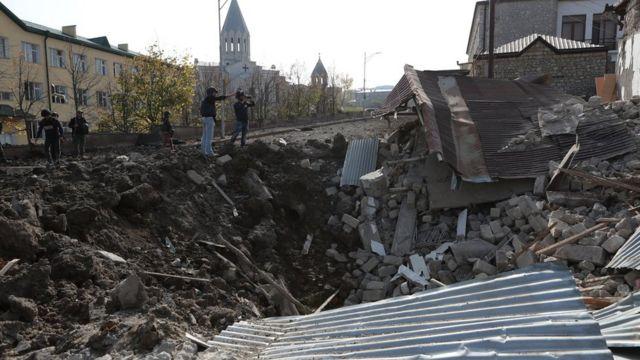 разрушенный от бомбежки дом в Шуше, 28 октября 2020