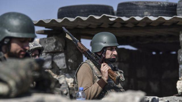 Армянские солдаты на линии обороны в Карабахе