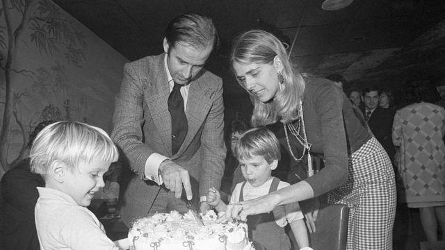 Джо Байден с первой женой Нелией и детьми