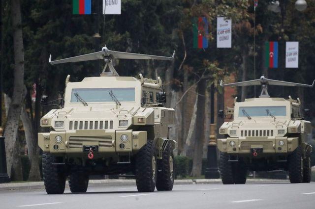 На этих машинах - дроны, выпускаемые совместным азербайджанско-израильским предприятием
