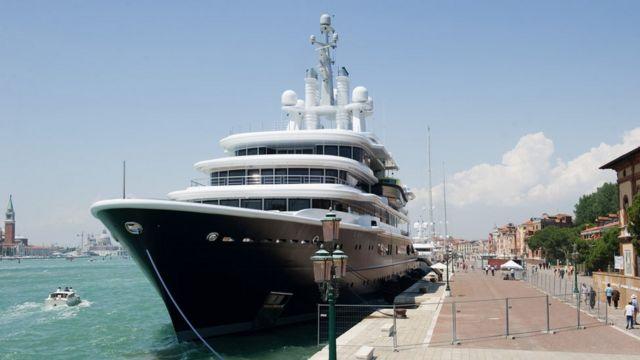 Яхта Абрамовича в Венеции за три года до продажи Ахмедову