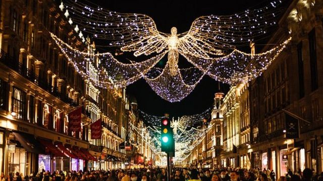 На Оксфорд стрит все же удалось создать праздничную атмосферу