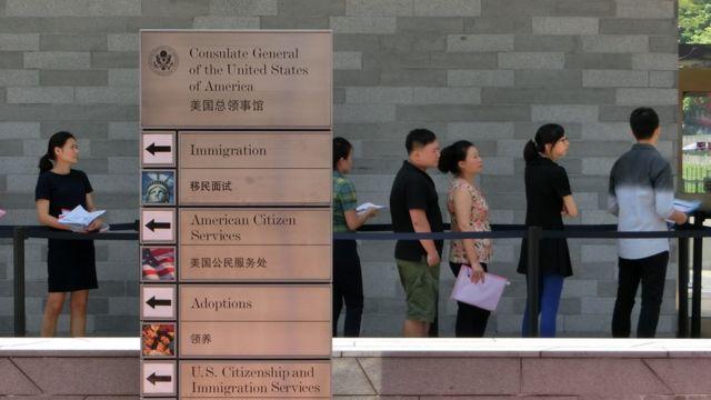 На странные симптомы жаловались сотрудники посольства США в Гуанчжоу