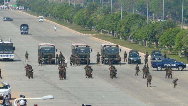 Военные в центре Нейпьидо