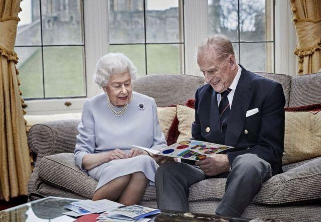 Королева Великобритании Елизавета II с супругом