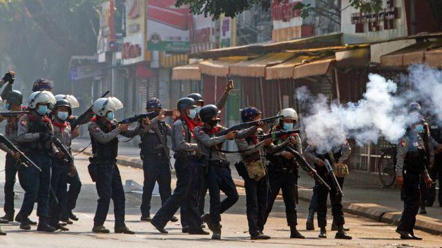 Полиция в Янгоне