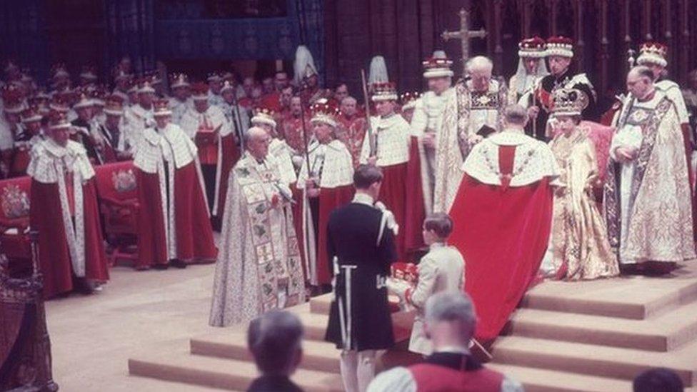 Принц Филипп на коронации своей жены королевы Елизаветы II