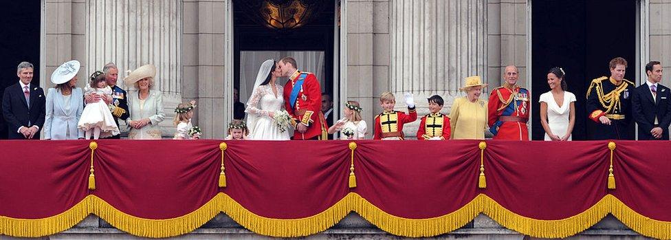 Королевская семья на балконе Букингемского дворца