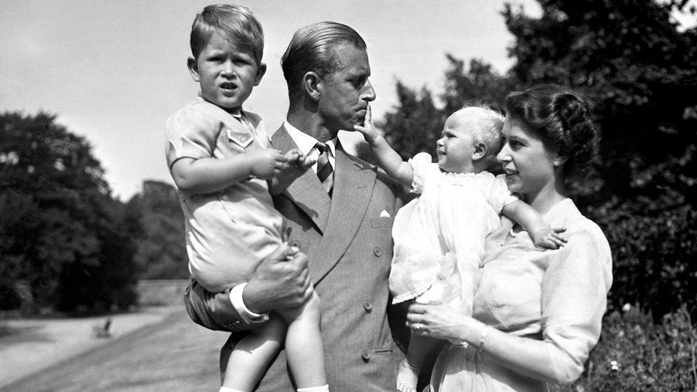 Принц Филипп с семьей.