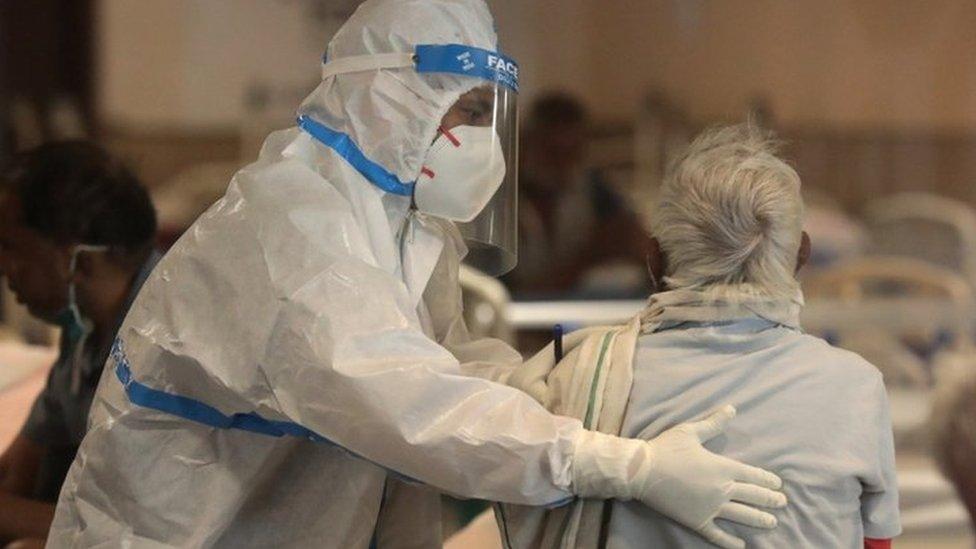 118296265 indiacoviddoctor Новости BBC Covid-19, индия, коронавирус в Индии, пандемия коронавируса
