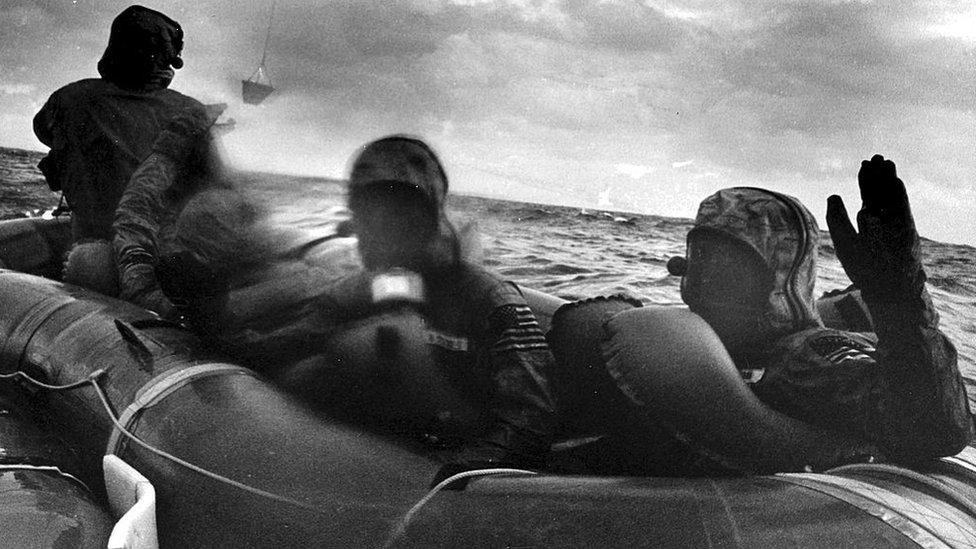 Астронавты на плоту