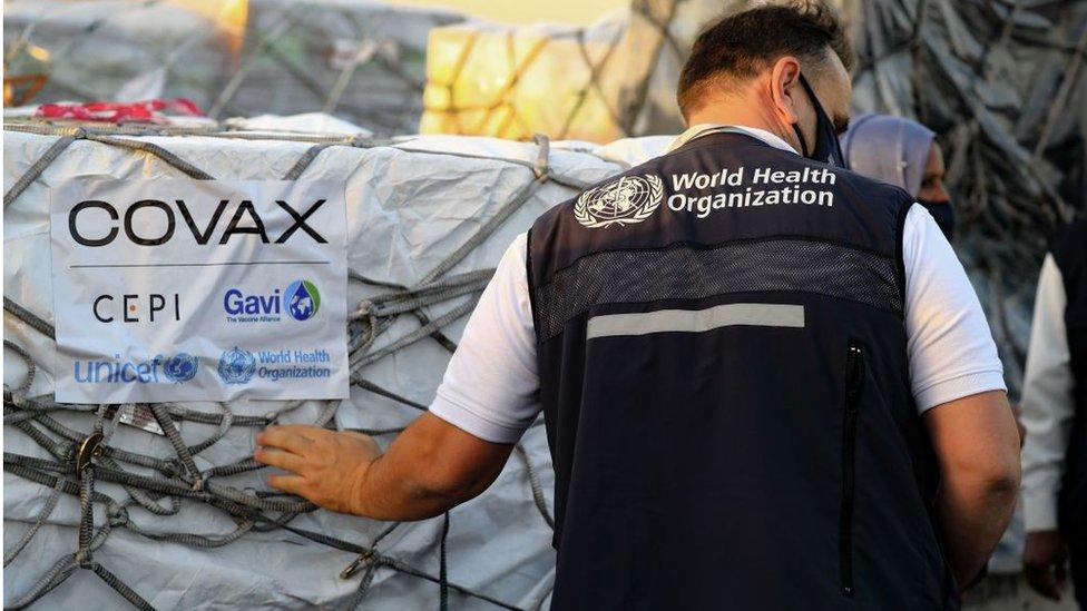 Вакцины в суданском Хартуме. Covax - главная международная программа поставки вакцин бедным странам