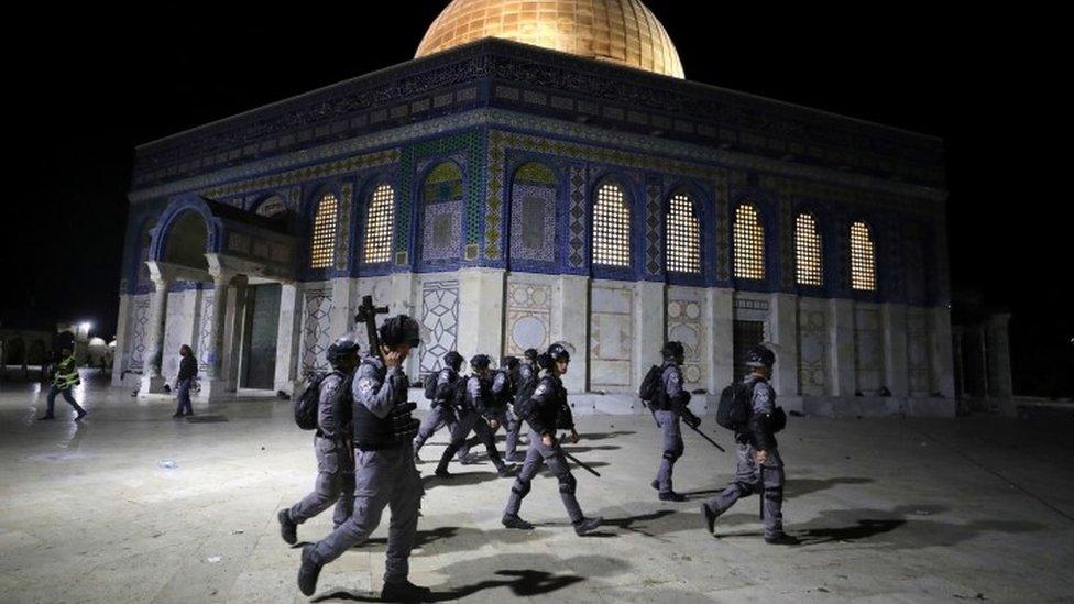 Израильская полиция возле мечети Аль-Акса