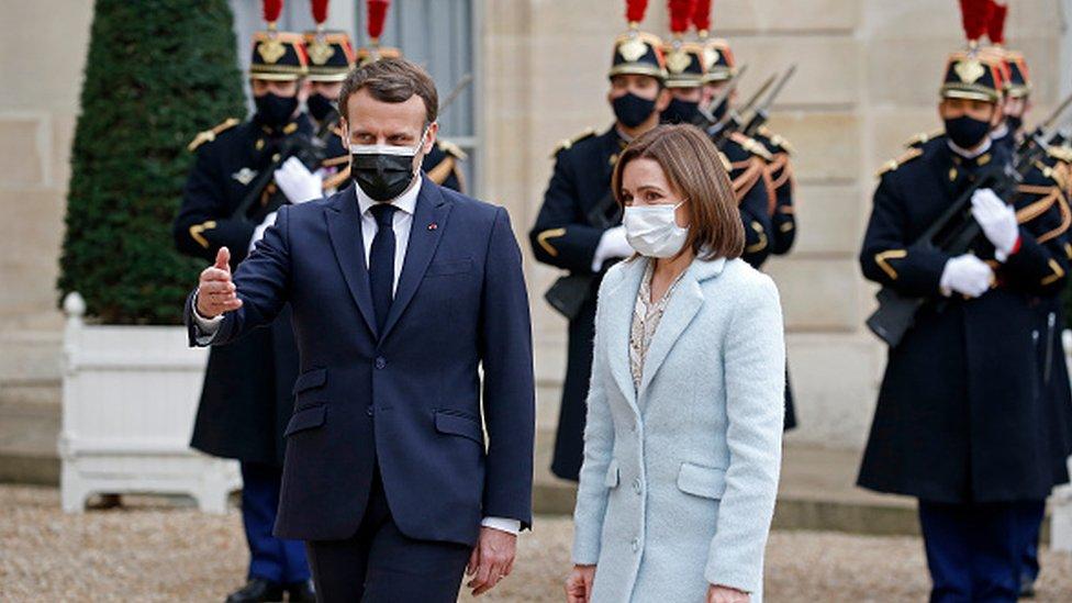 Майя Санду с президентом Франции Эммануэлем Макроном, 4 февраля 2021 года