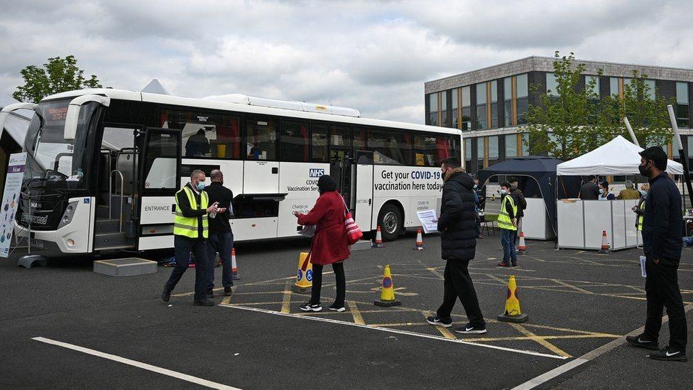 автобус, вакцинация в Британии