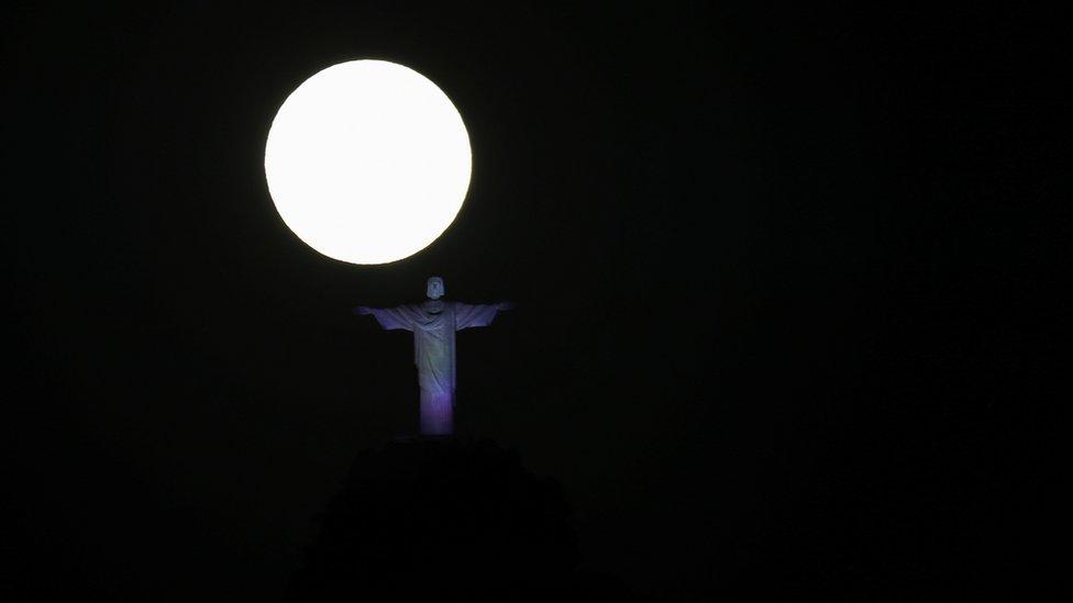 …И напоследок – еще одна почти нереальная фотография из Рио-де-Жанейро.