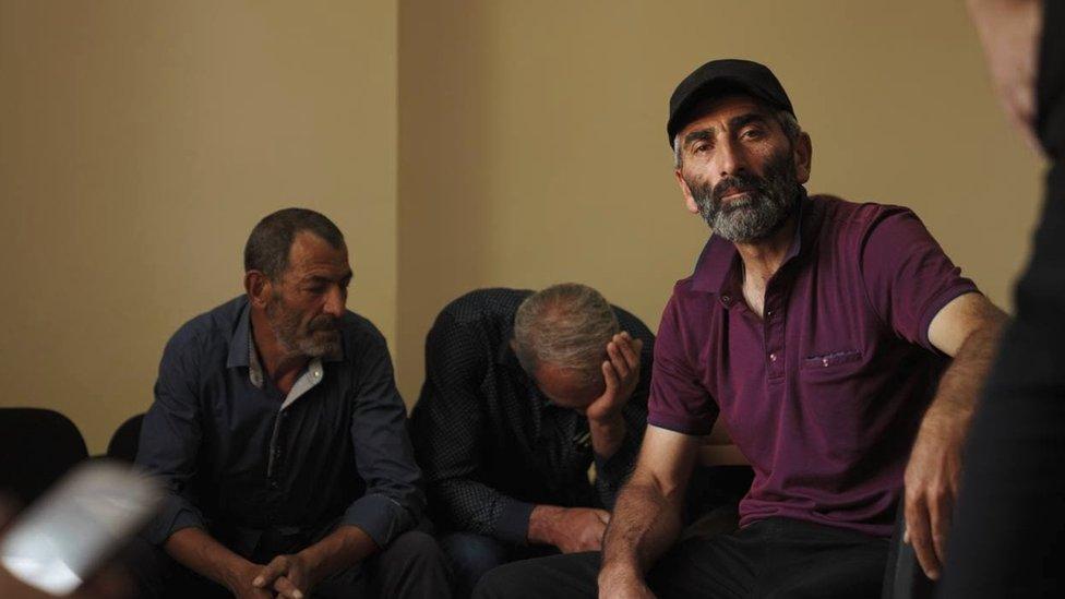 Самвел Согомонян каждый день видится с другими отцами, чьи дети находятся в заключении в Баку