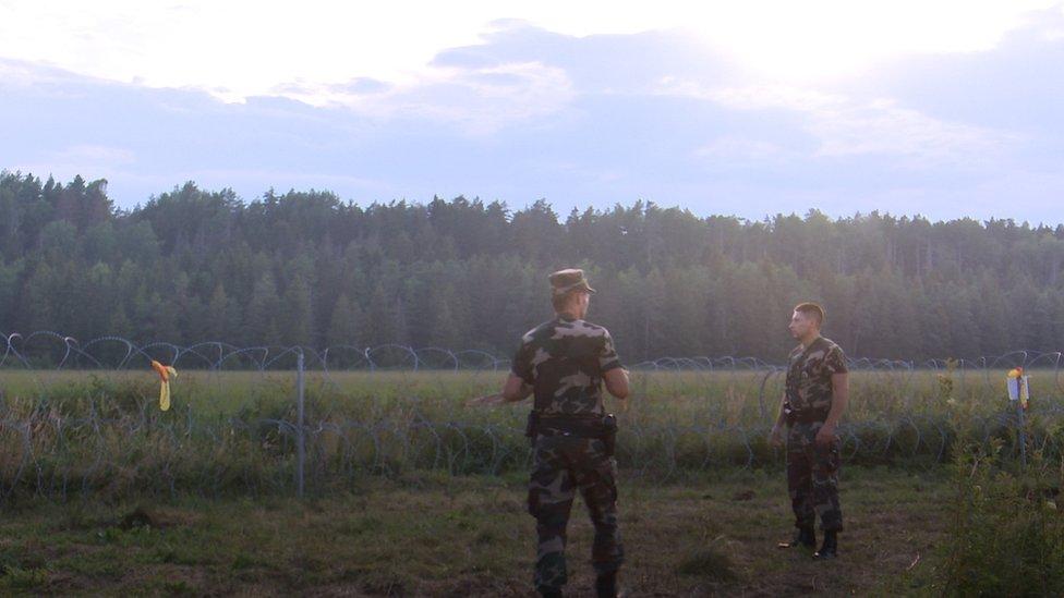 Помощь литовским пограничникам оказывают армия, пограничники соседних стран и Европейское агентство по охране границ Frontex