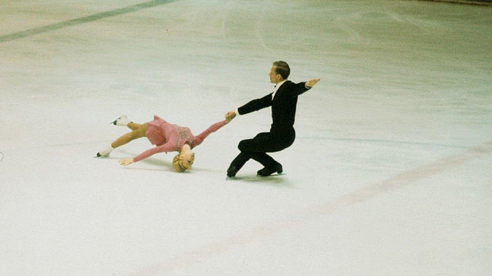 Белоусова и Протопопов выступают на Олимпийских играх 1968 года