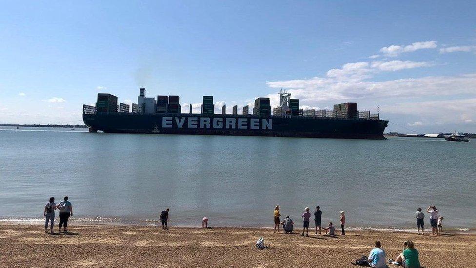 """""""Эвер Гивен"""" прибывает в порт Феликстоу"""