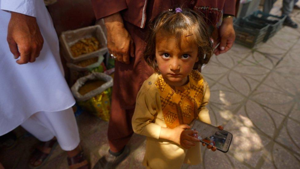 Девочка на базаре