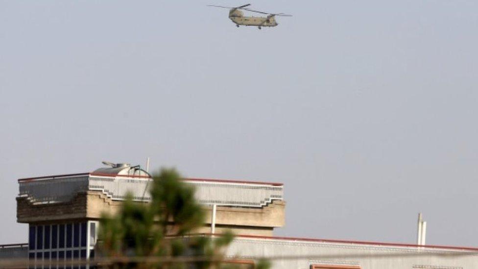 Вертолет у посольства США в Кабуле