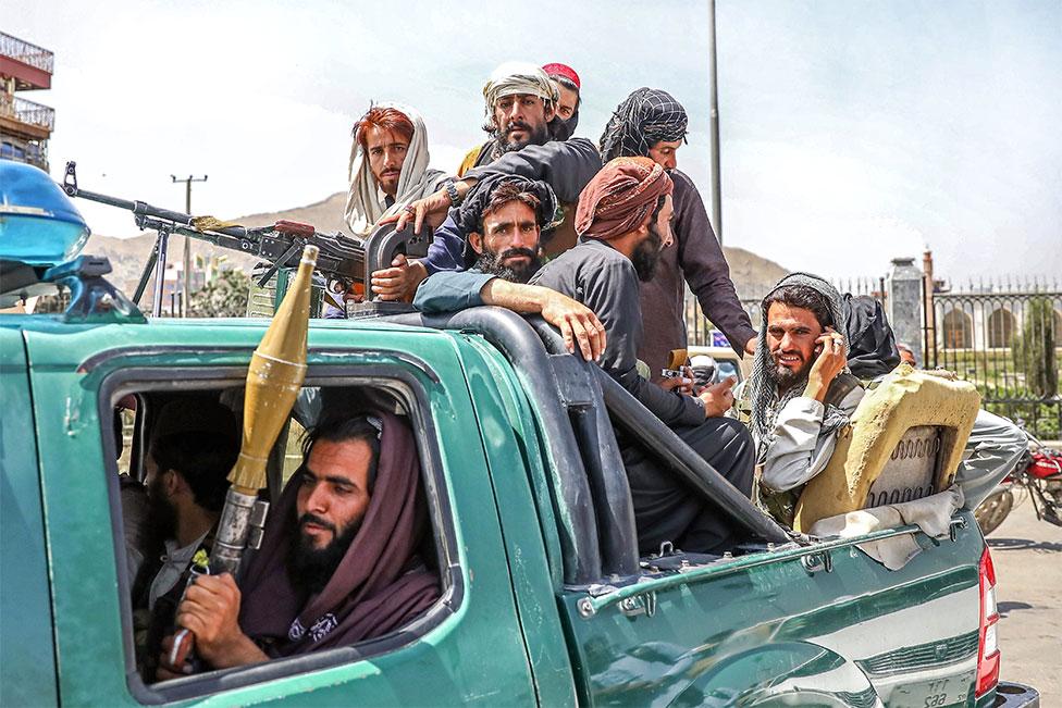 Боевики-талибы в Кабуле в понедельник