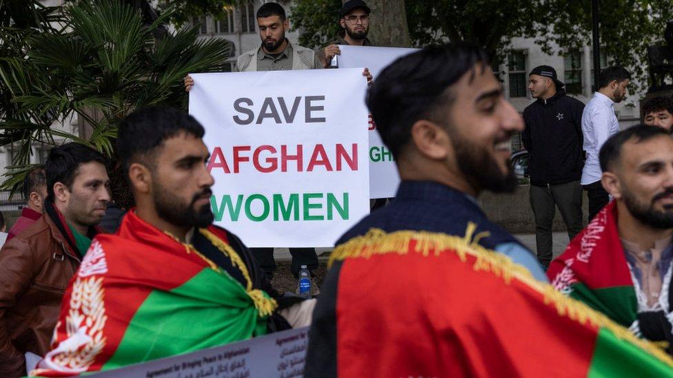 Протесты у посольства Афганистана в Лондоне после прихода талибов к власти
