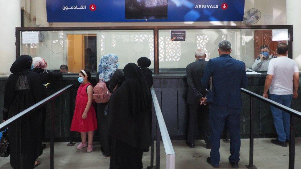Очередь возвращающихся в Сирию из Ливана