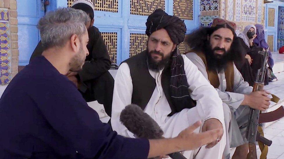 Секундер Кермани разговаривает с талибом