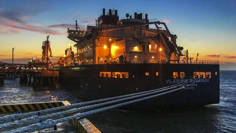 Танкер сжиженного ямальского газа в китайском порту