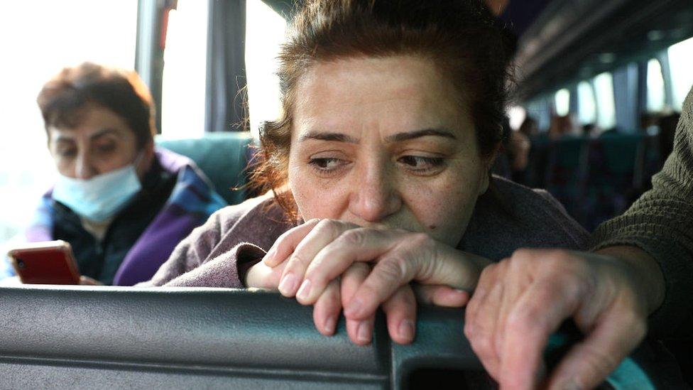 Пассажиры автобуса в Степанакерте. Фото ноября 2020 г.