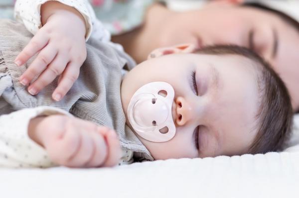 Hvordan samsovning kan hjælpe dig og din baby