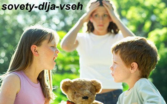 Почему ребёнок дерётся и что делать: полезные советы психологов