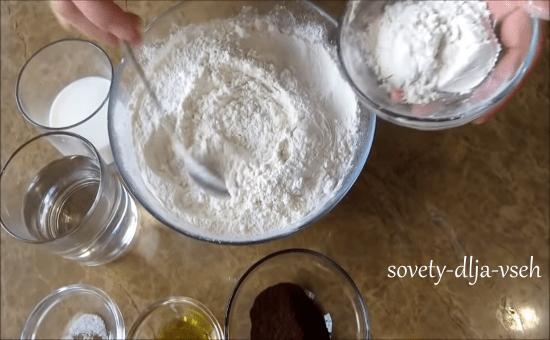 приготовление теста для вареников