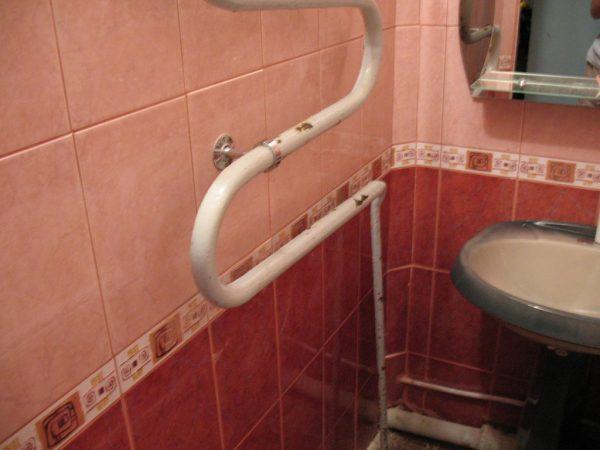 Как самостоятельно покрасить трубы в ванной. Чем и как красить ржавые трубы Как быстро покрасить трубы отопления