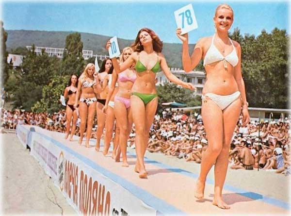 Черное море, пляж, СССР фото. Советские женщины и мужчины на пляже в СССР. Ретро фото молодые и красивые советские девушки на пляжах. Как выглядели и во что одевались женщины и мужчины на пляже в СССР. Молодые и красивые советские девушки и парни на пляжах, поездка на Черное море. Ретро фото СССР, пляж и культура.