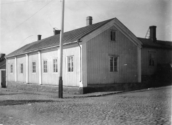 1 Ahlqvistin talo