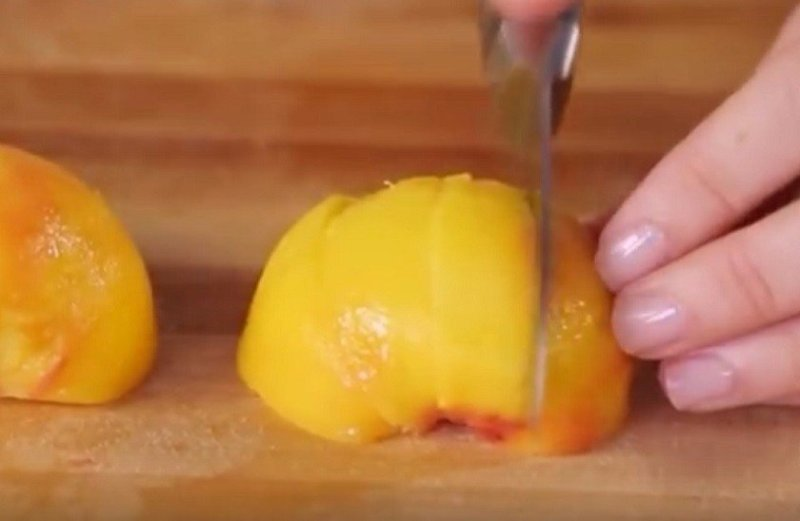 дольки персика