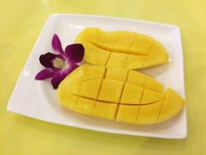 アップルマンゴーと黄色いマンゴーの違いカット断面黄色